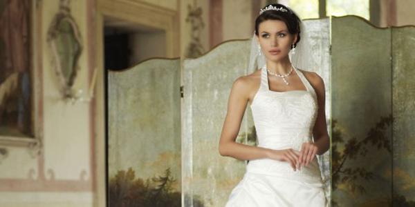 Robe de mariée bustier encolure américaine