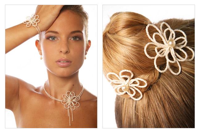 Collier et pics à cheveux de mariée avec fleur