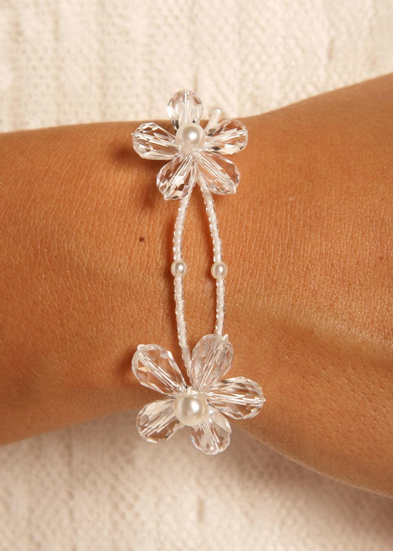 bracelet mariage avec 2 fleurs blanches en perles et. Black Bedroom Furniture Sets. Home Design Ideas