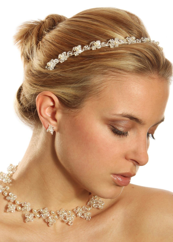 magnifique diad me de mariage tout en cristal et perles. Black Bedroom Furniture Sets. Home Design Ideas